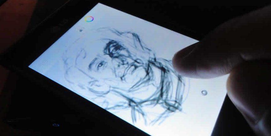 Ilustrador Profissional usa aplicativo Autodesk Sketchbook para desenvolver seus trabalhos